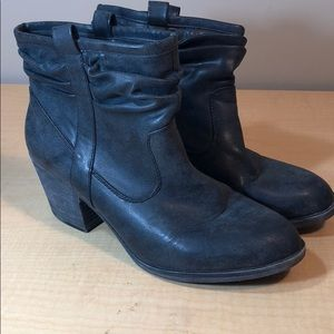 ROCKETDOG dark gray faux leather ankle booties